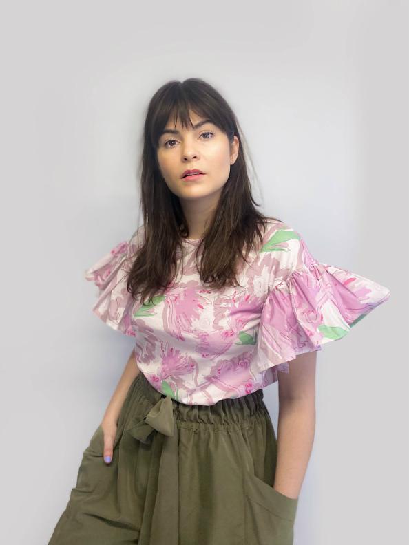 jkh julia kaja hrovat white ruffle t-shirt white carnation print style look spring summer trends